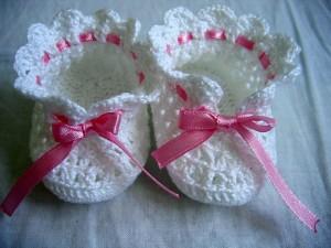 Szydełkowe buciki dla niemowlaka