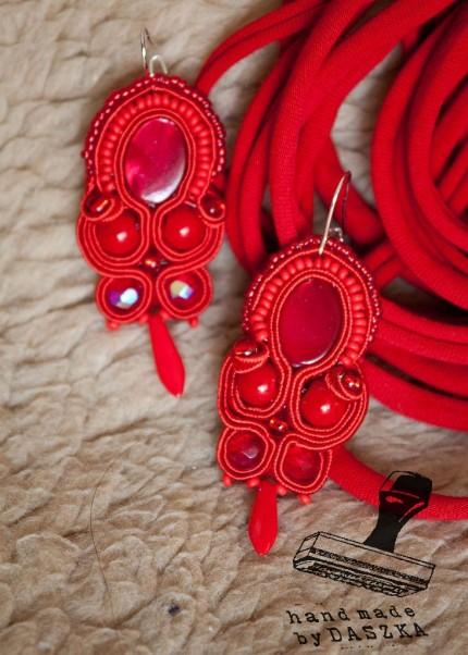 czerwone kolczyki sutasz